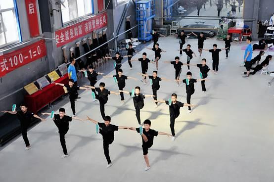 湖南杂技学校训练日常